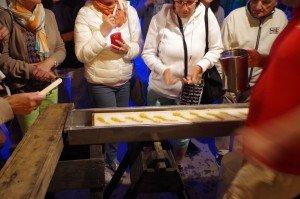 Sirop d'érable brûlant sur glace pilée on fait nos propres sucettes