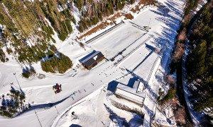 Skistadion_mit_Funktionsgebäuden_Woidlife